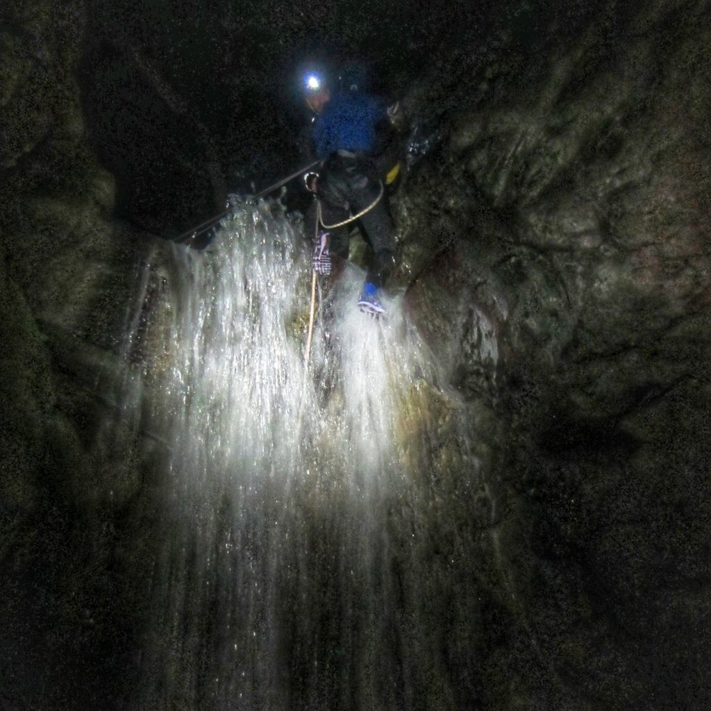 canyoning-canyon-nuit-cascade-eauxlivecanyon