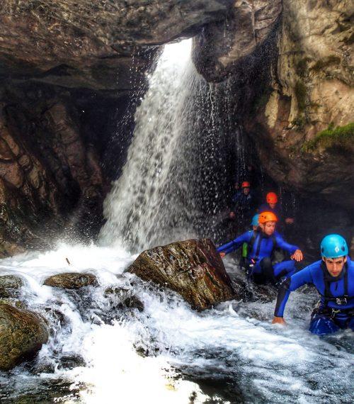 Canyoning dans les Hautes Pyrénées, randonné aquatique proche de Cauterets.